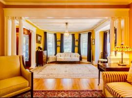 1000 Islands Bed and Breakfast-The Bulloch House, room in Gananoque