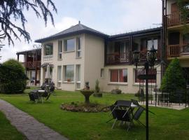 Hostellerie Saint Clément, hôtel à Vic-sur-Cère