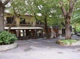 Το Χάνι του Ζεμενού, ξενοδοχείο στην Αράχωβα