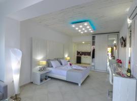 FTELIA LUXURY STUDIO ''QUATTRO'', hotel in Megali Ammos