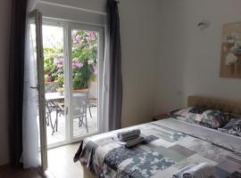 Ferienhaus Paula, apartment in Podstrana