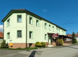 Ubytovanie Violet, hotel near Vazecka cave, Važec