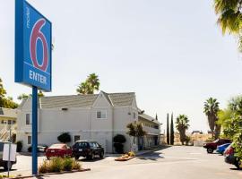 Motel 6-Bakersfield, CA - East, hotel v destinaci Bakersfield