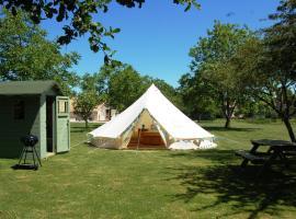 Camping La Forêt de Tessé、La Forêt-de-Tesséのホテル