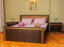 Luxurious apartment in the center, hotel perto de Koroglu Metro Station, Baku