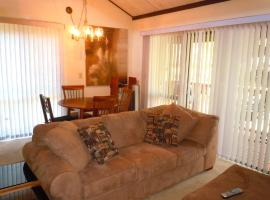 Two-Bedroom Deluxe Townhouse Unit #51 by Snow Summit Townhouses Bus Lic #23581, villa in Big Bear Lake