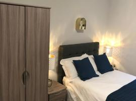 1 Helena House Brownlow Road Reading Studio Apartment, hotel in Reading