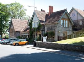 Bear Inn, Somerset by Marston's Inns, hotel in Street