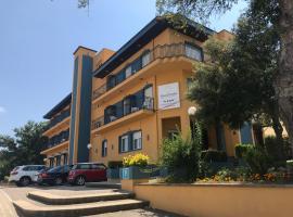 Hotel Esteba, hotel near Girona-Costa Brava Airport - GRO, Caldes de Malavella