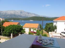 "APARTMANI ""ZUKA"", hotel near Planjak Beaches, Korčula"