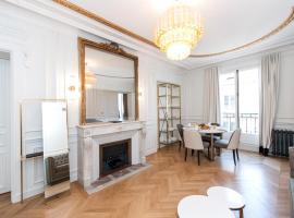 Champs Elysées - Lincoln Appartements, hotel in Paris
