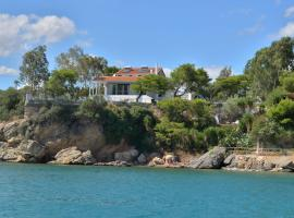 Villa PortoMare, pet-friendly hotel in Porto Rafti