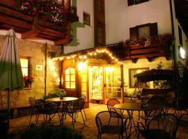 Romantic Charming Hotel Rancolin, hotel a Moena