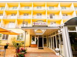 Hotel Jonathan, hotel near Balatonföldvár train station, Balatonföldvár
