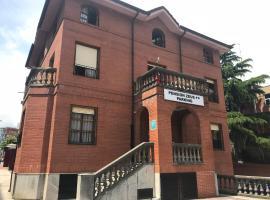 Pensión Zeus, hotel cerca de Centro de Exposiciones de Bilbao, Barakaldo