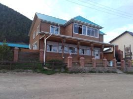 U Mikhalycha, family hotel in Bol'shoye Goloustnoye