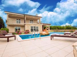 Villa Dora, holiday home in Sužan