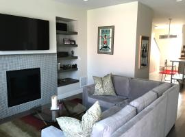 New 4 Level Townhome Close to Downtown, vacation rental in Denver