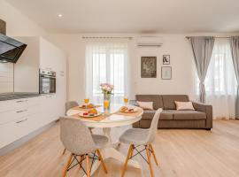CAPITAL Apartments and Rooms, guest house in Split