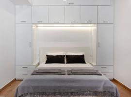 Raise cosy apartment, hotel near Glyfada marina, Athens