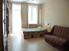 Apartment on Svobodnyy Prospekt 6, hotel near Novogireyevo Metro Station, Moscow