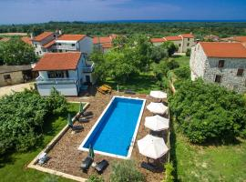 Apartmani Halilovic, hotel with pools in Umag