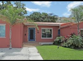 The South Beach Party House Large Groups BBQ Walk to Everything!, pet-friendly hotel in Miami Beach