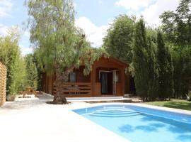 Preciosa y acogedora casa de madera en el campo, Hotel in Carmona