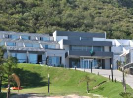 Pinares Panorama Suites & Spa, hotel in Villa Carlos Paz