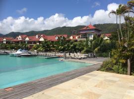 Hernandia 22 (P10 A22), hotel in Eden Island