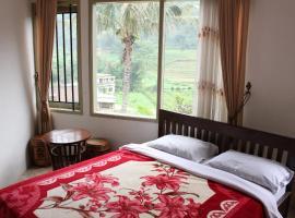 Villa KenDedes Garden, family hotel in Batu