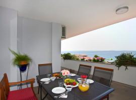 Apartment Topic near the beach, hotel in Podstrana