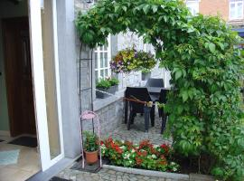 Stylish Holiday Home in Han-sur-Lesse with Terrace, hotel near Domain of the Han Caves, Han-sur-Lesse