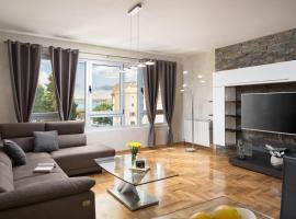 Luxury apartments CasaBlanca/Vivaldi, luxury hotel in Pula