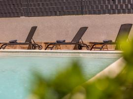 Ćuby Apartment with private Pool in Trogir, hotel with pools in Trogir