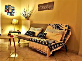 Cozy and minimal apartment, hotel in Piraeus