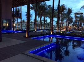 apartamento vista mar, hotel with pools in Aquiraz