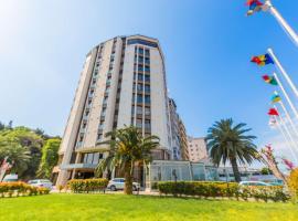 Best Western Plus Hotel Konak, hotel dicht bij: Luchthaven Izmir Adnan Menderes - ADB, İzmir