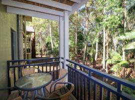 Dollarbird Treetops Townhouse, hotel in Cams Wharf