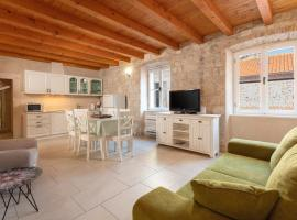 Villa Mama - Traditional Apartments in Omis, luxury hotel in Omiš