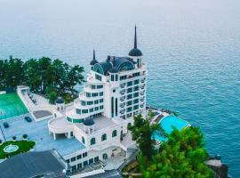 Castello Mare Hotel&Wellness Resort, отель в Кобулети