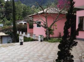 Chalé Rosa do Vale, pet-friendly hotel in Petrópolis