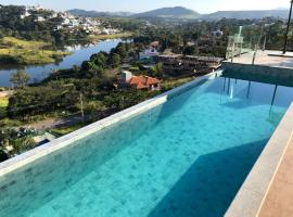 Suites de Luxo Paraíso de Minas Escarpas, hotel with pools in Capitólio