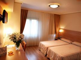 Hotel Las Anclas, hotel dicht bij: Luchthaven Santander - SDR, El Astillero