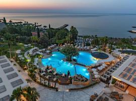 Mediterranean Beach Hotel, hotel in Limassol