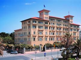 BW Premier Collection Grand Hotel Royal, отель в Виареджо