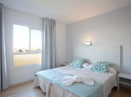 Hotel y Apartamentos Playa Mar, family hotel in S'Illot