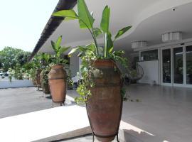 Love & Fama Hotel, hotell i Sabaudia