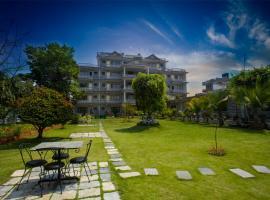 Hotel Crown Himalayas, отель в Покхаре
