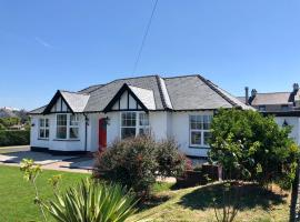 Treddolphin Guest House, guest house in Cemaes Bay